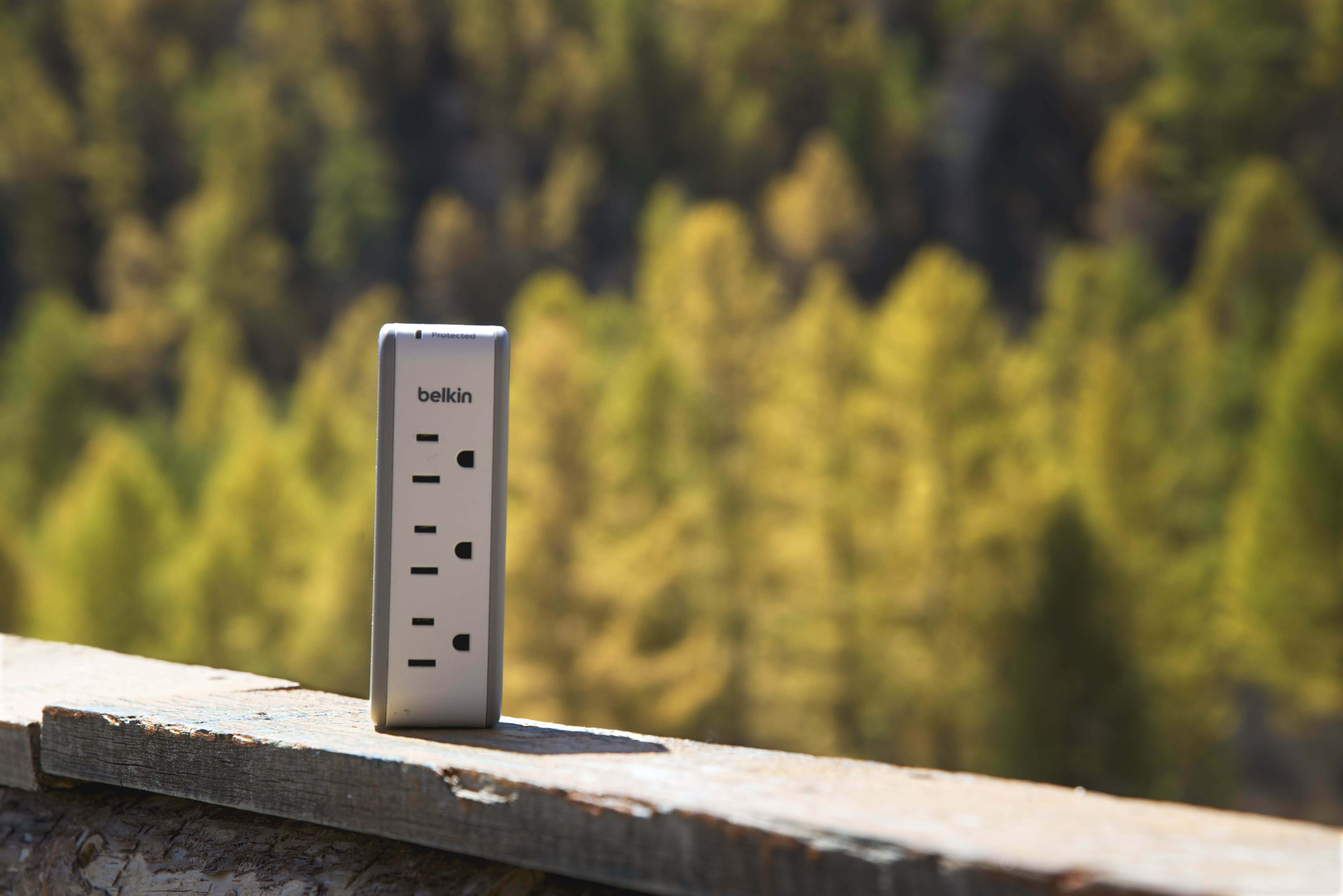 Tech Savvy Traveler Must Have: Belkin 3-Outlet Mini Travel Charger Swivel Surge Protector Review