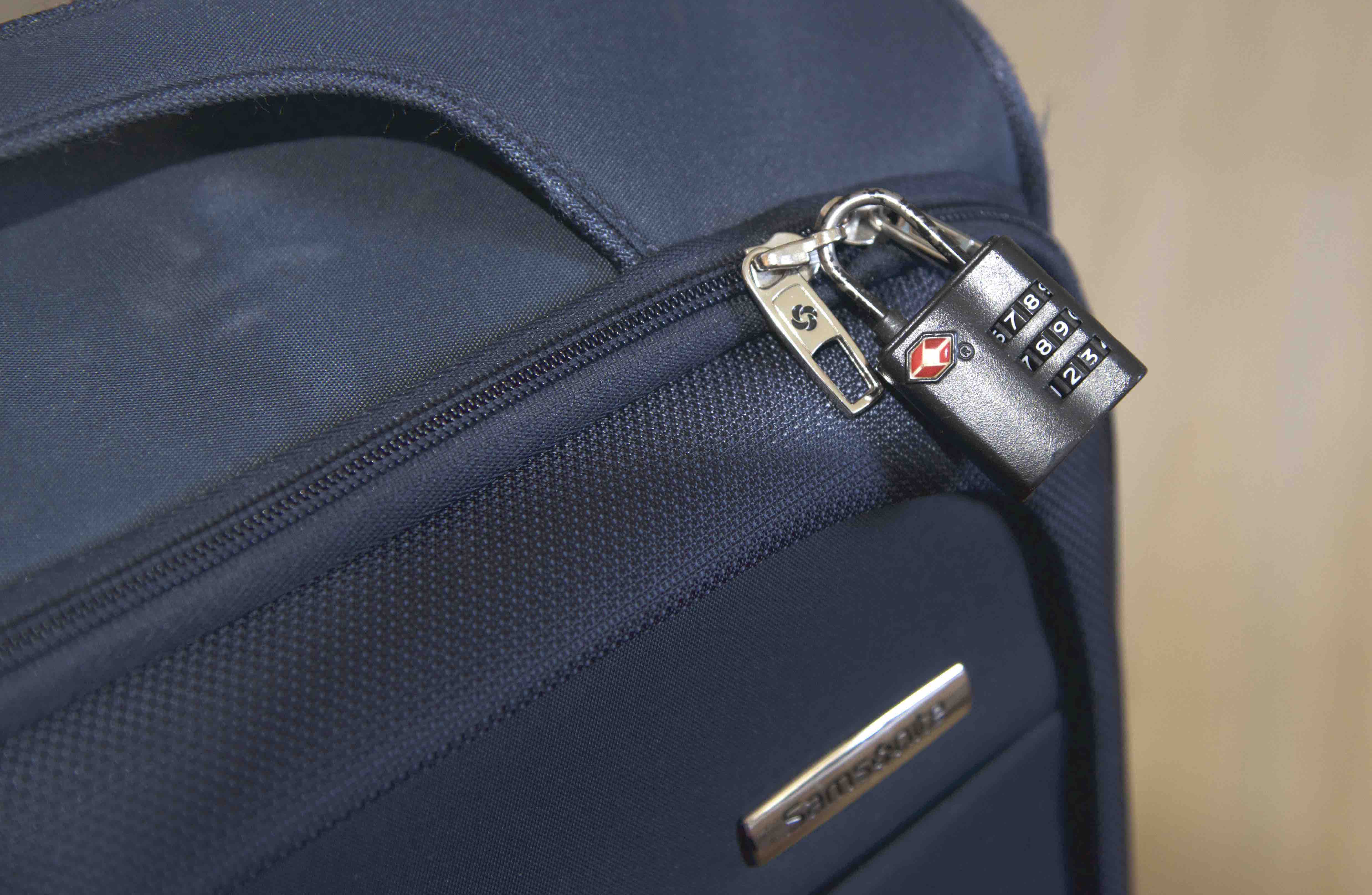 Samsonite B'Lite Spinner Review: Lightweight and business travel ...