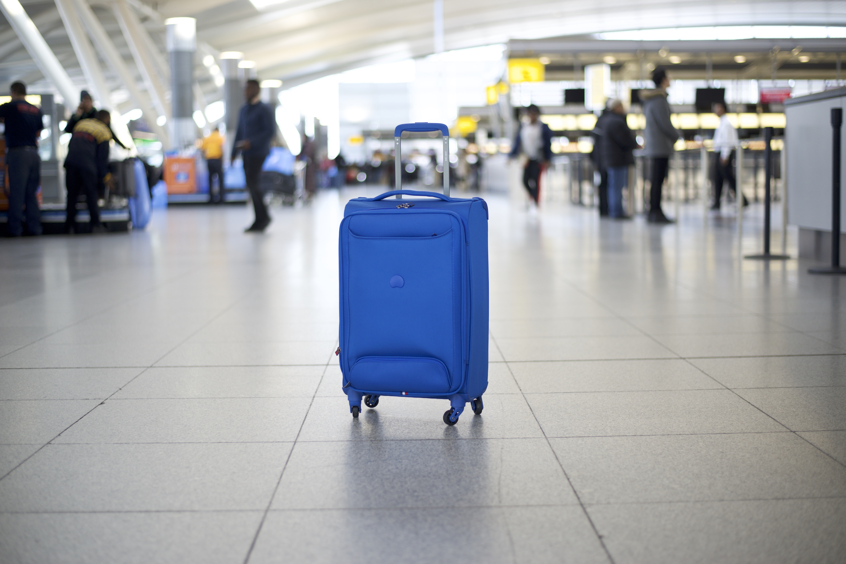 Delsey Chatillon Luggage Review: Vibrant and Lightweight - Thither