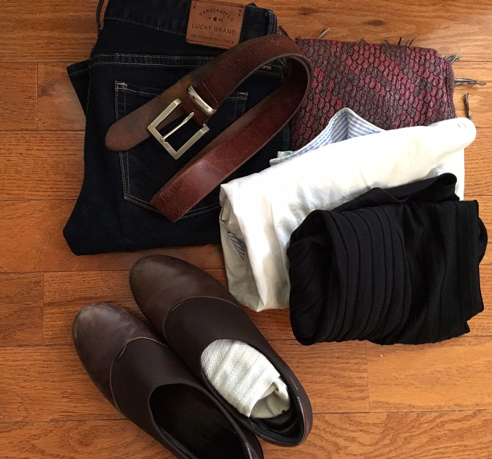 Clothes to wear to airport