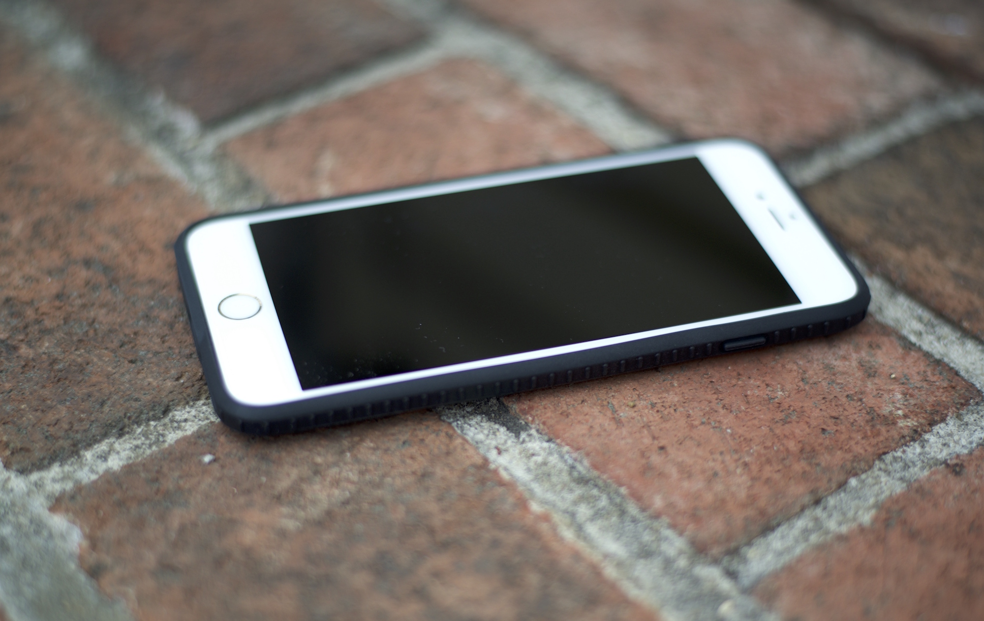 Lander iPhone Case Review