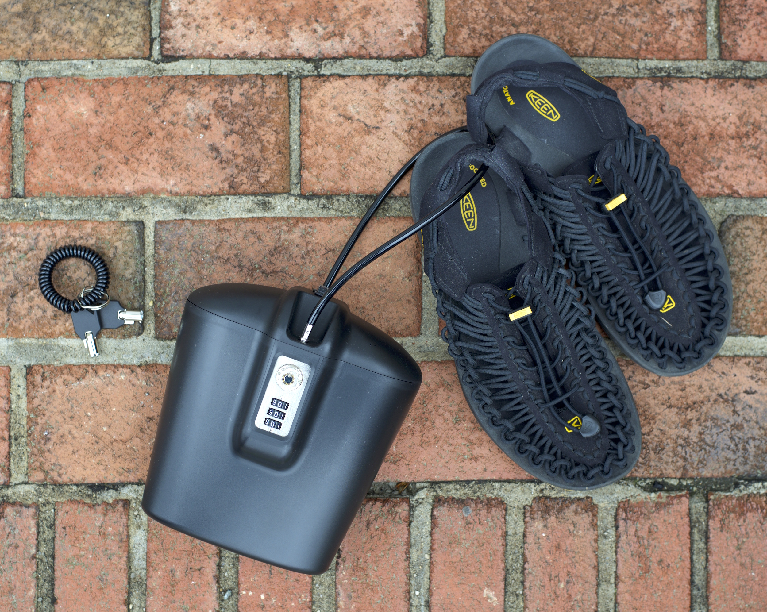 You can attach your sandals or flip flops to the SAFEGO