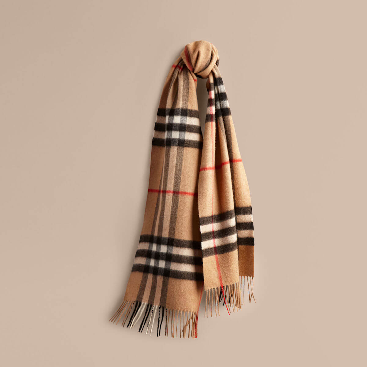 7 Essential Men\'s Scarves For This Winter - Allá