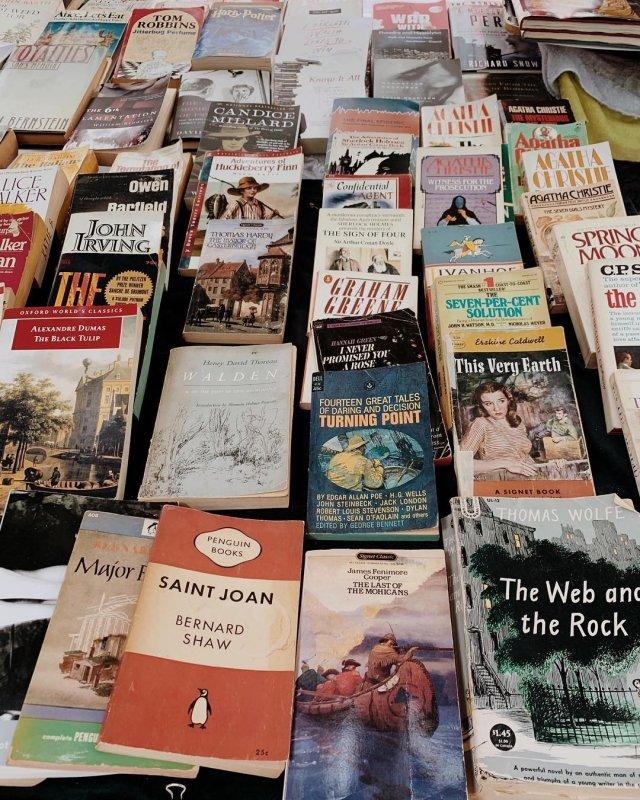 the strand bookstore kiosks nyc